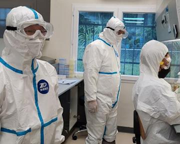 Китай приступил к вакцинации медработников против COVID-19